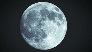 """ظاهرة نادرة.. """"القمر الأزرق"""" يضيء سماء الأرض"""