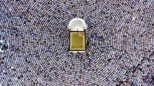 سبحان اللہ! کعبہ مشرفہ کے گرد فرزندان توحید کے سجدوں میں گرے سروں کا لا متناہی ہالہ