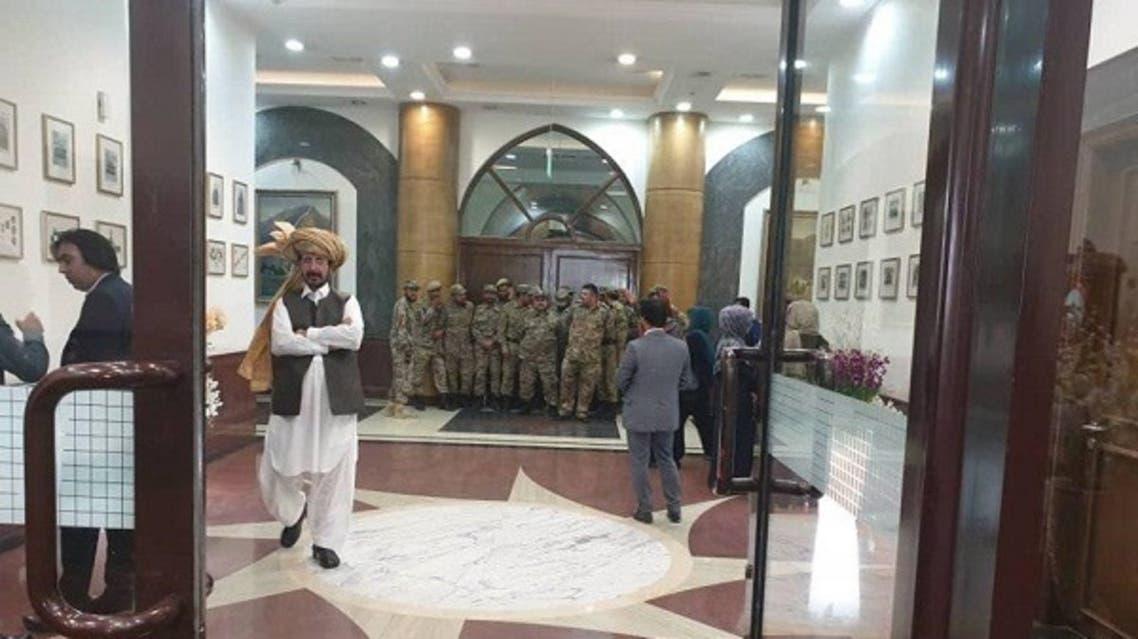 با ادامه تنش ها دروازه پارلمان افغانستان برای ورود نمایندگان بسته شد