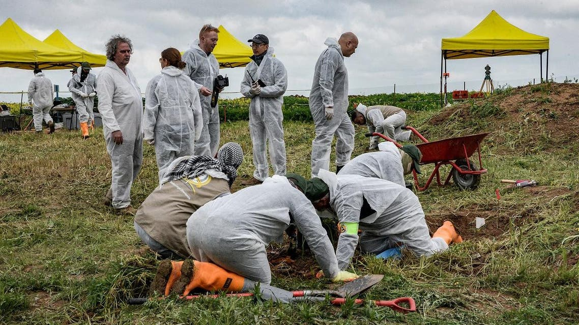 Forensic workers during the exhumation of a mass grave of hundreds of Yazidis killed by ISIS in the northern Iraqi village of Kojo in Sinjar district. (File photo: AFP)