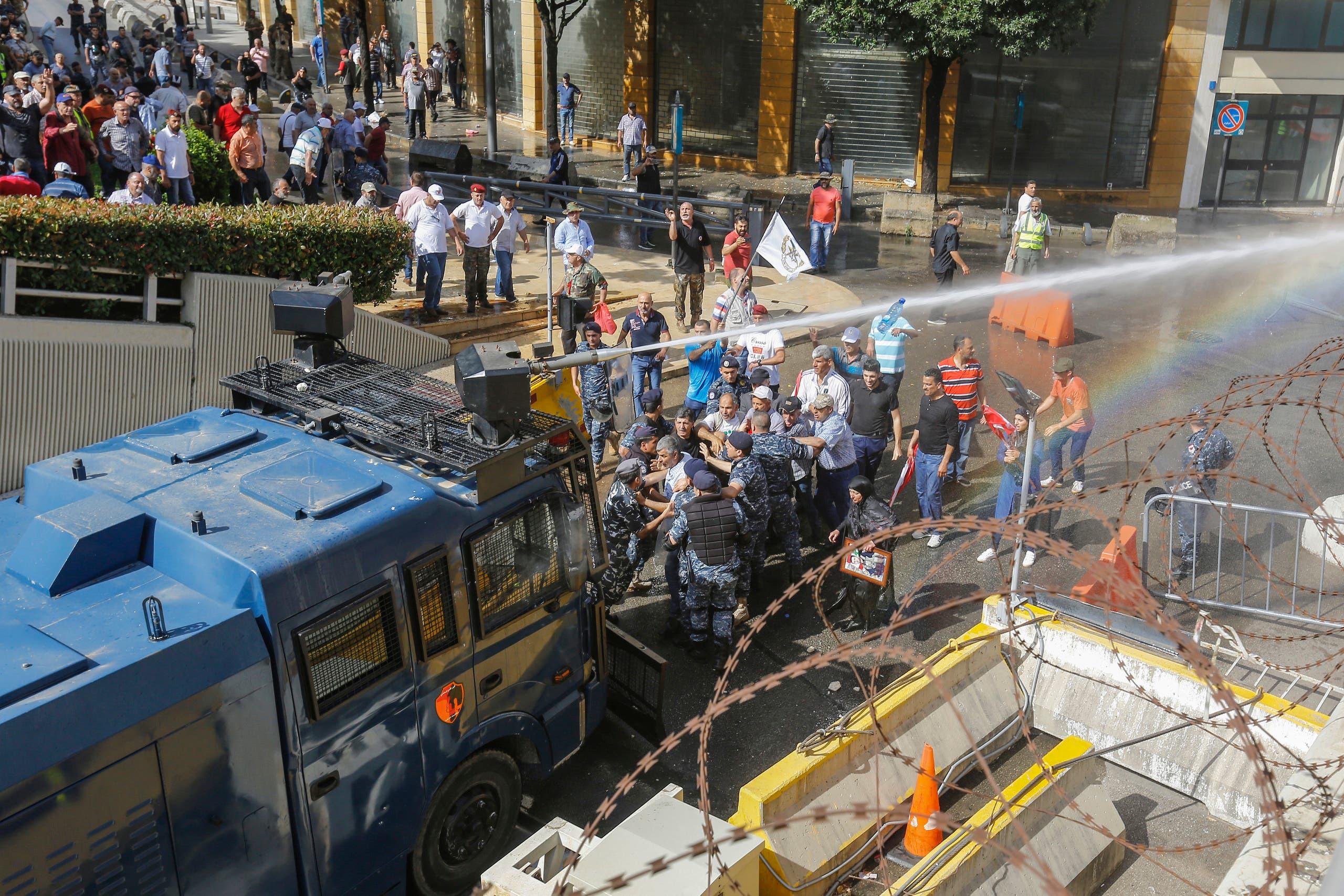 من احتجاج العسكريين المتقاعدين في لبنان(21 مايو- فرانس برس)