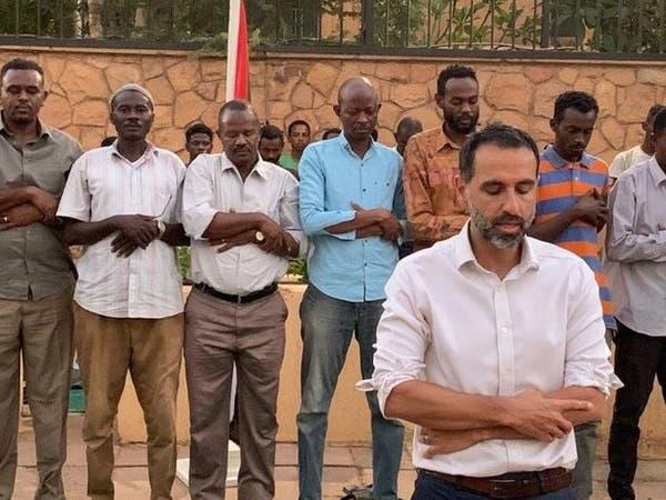 سفير بريطانيا لدى السودان يؤم المصلين