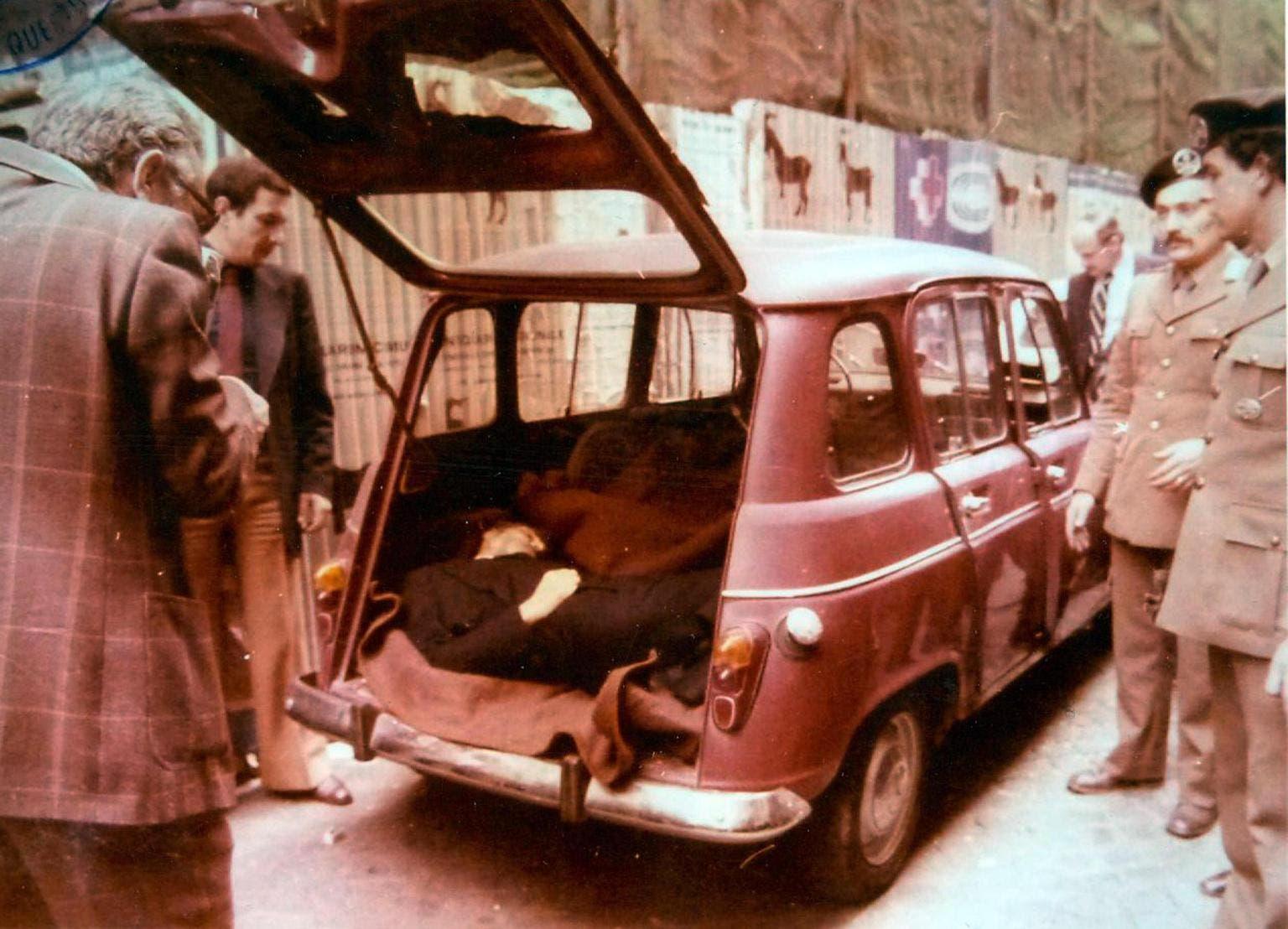 صورة لجثة ألدو مورو بصندوق السيارة