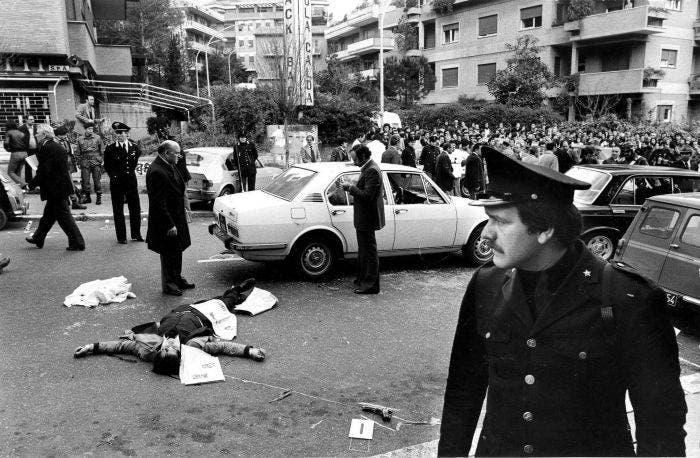 صورة التقطت عقب عملية اختطاف ألدو مورو بشارع فاني بروما
