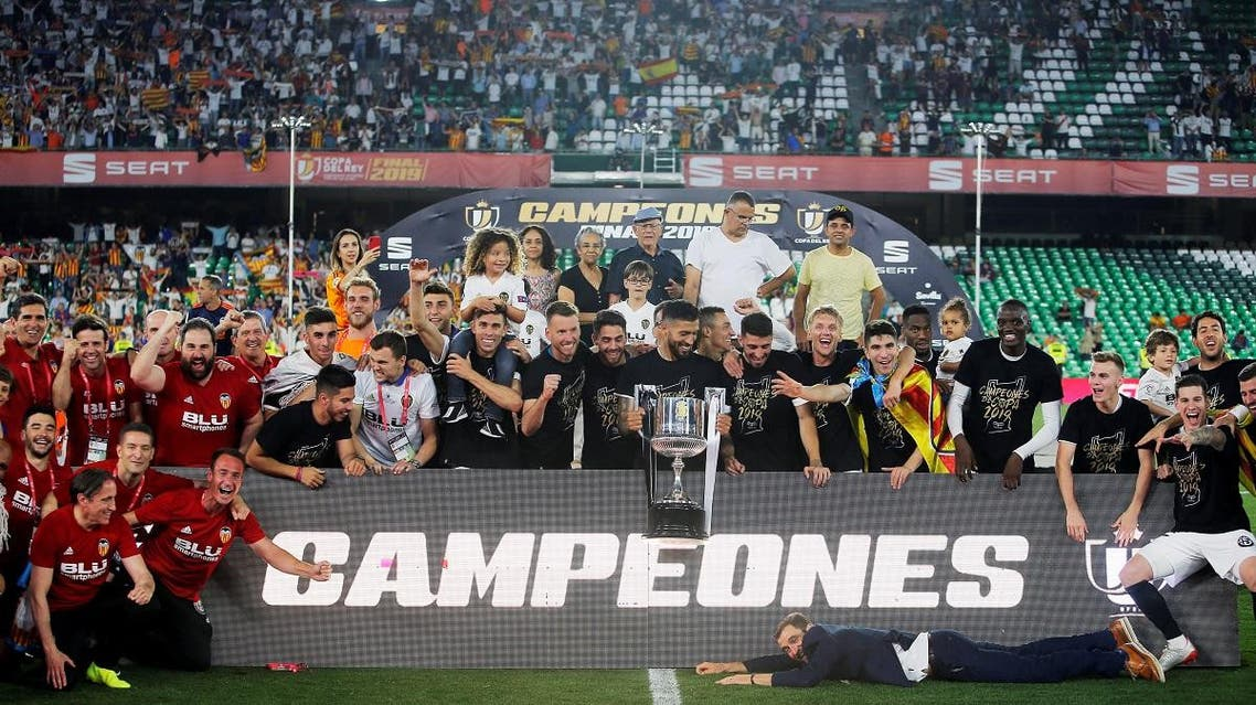Valencia players celebrate winning the Copa del Rey final. (Reuters)