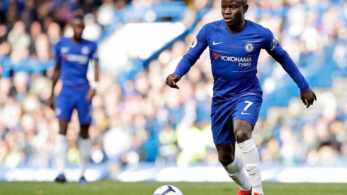 Chelsea's N'Golo Kante controls the ball during the English Premier League soccer match between Chelsea and Wolverhampton Wanderers at Stamford Bridge stadium in London, Sunday, March 10, 2019. (AP)