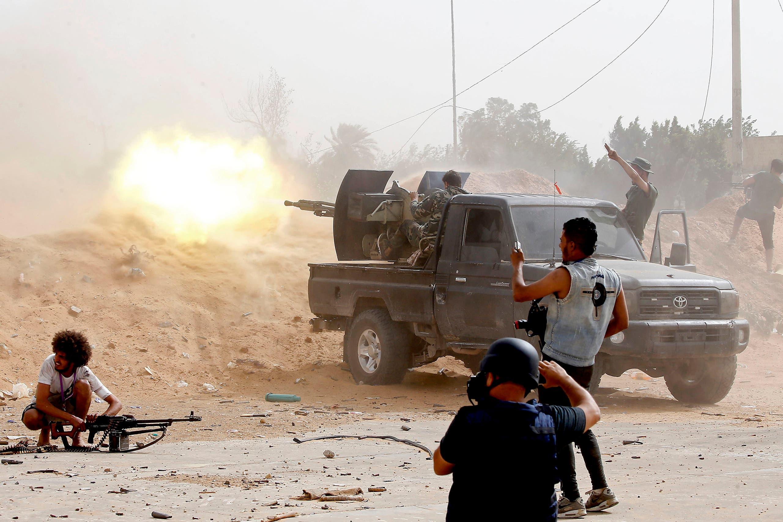 مسلحون موالو لحكومة الوفاق في طرابلس(فرانس برس)