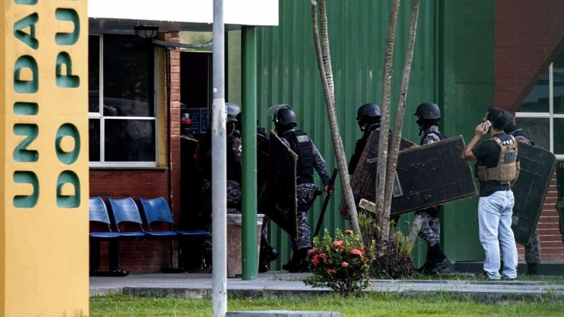 Brazilian riot police prepare to invade the Puraquequara Prison facility at Bela Vista community on May 27. (AFP)