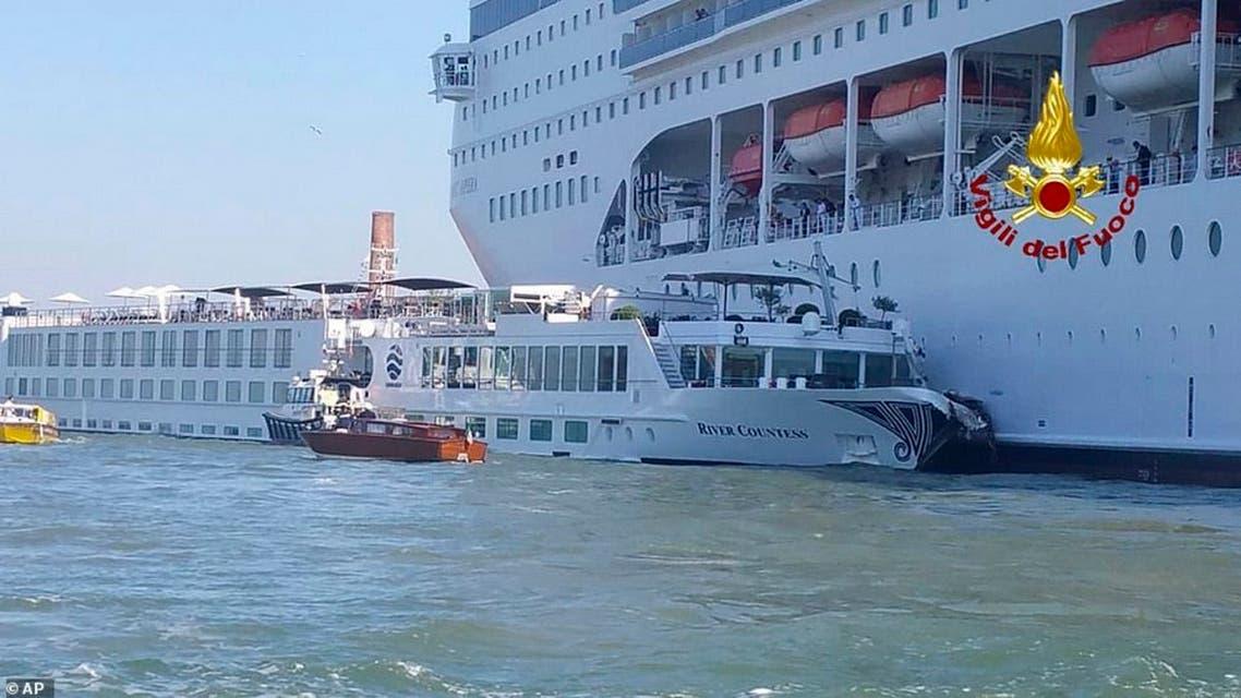 برخورد کشتی کروز با قایق تفریحی ونیز