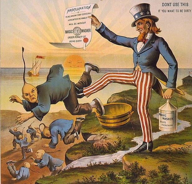 كاريكاتير ساخر يجسد العم سام وهو يطرد الصينيين