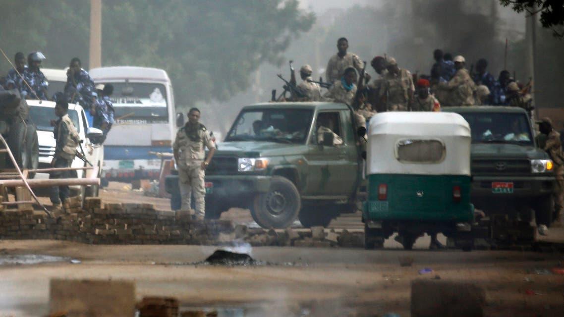 Sudanese forces deployed around Khartoum's army headquarters on June 3, 2019. (AFP)
