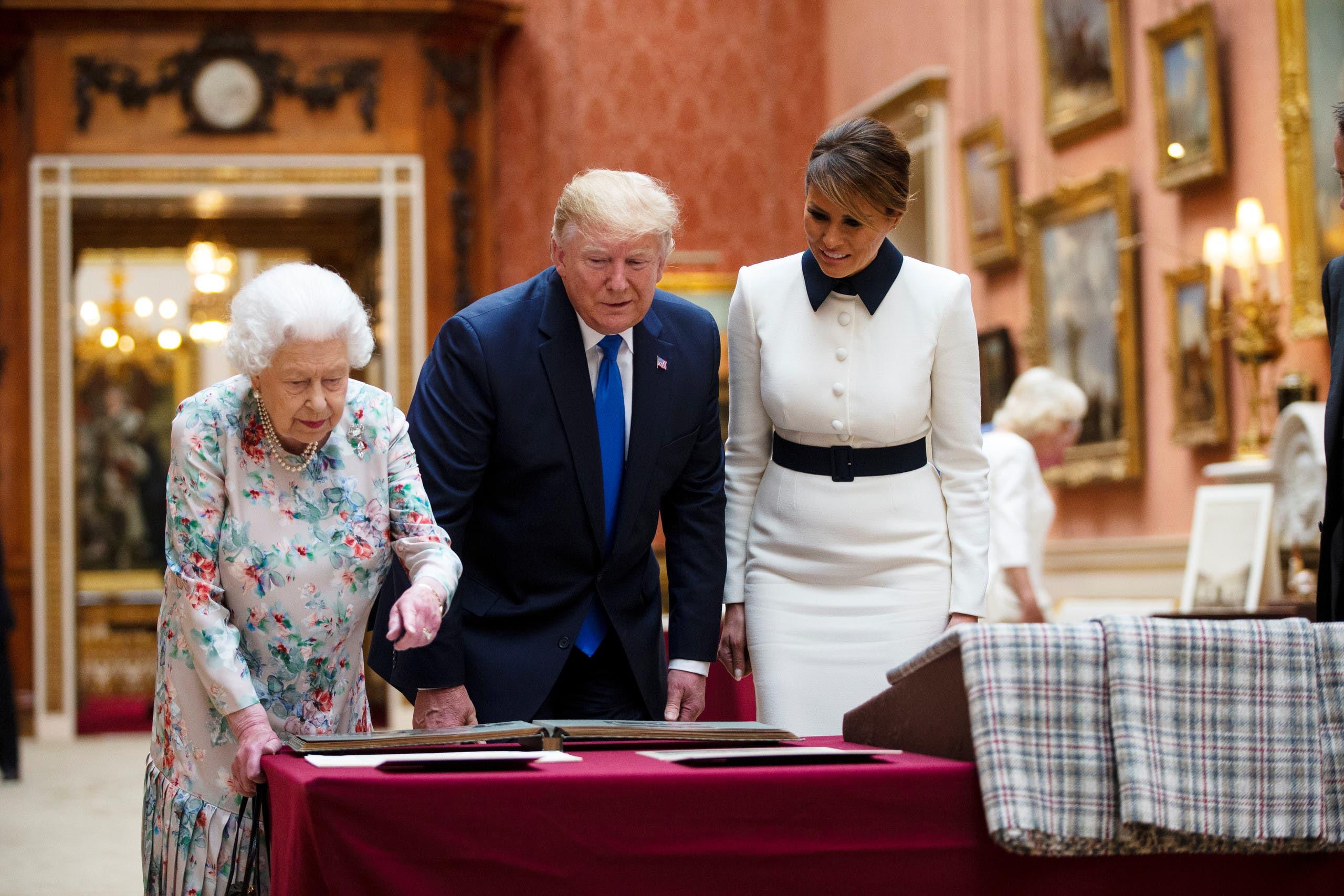 الرئيس ترمب وزوجته ميلانيا والملكة إليزابيث