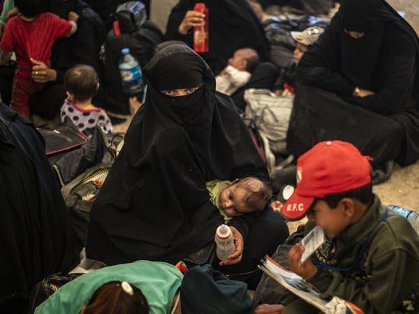 """مخيم الهول مجدداً.. أطفال طي النسيان و""""عرائس"""" متطرفات"""