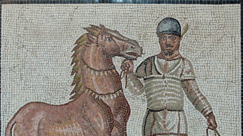 فسيفساء من القرن الثالث تجسد أحد المتسابقين المشاركين بسباقات العربات
