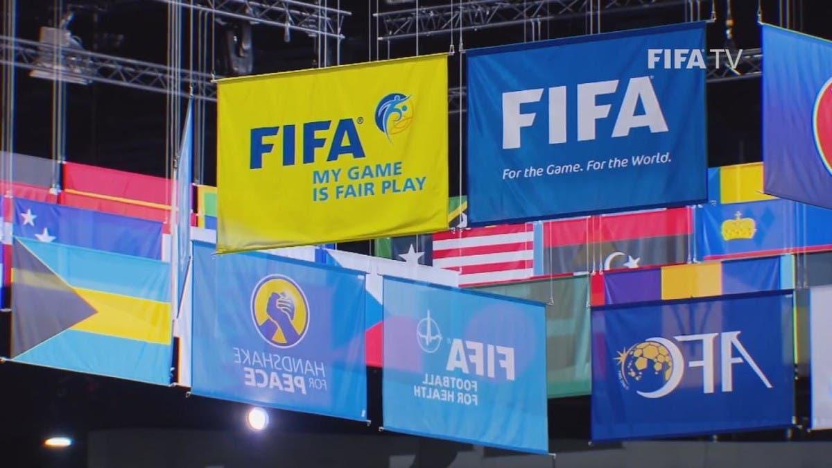 """""""فيفا"""" يكشف حقيقة تغيير قوانين كرة القدم"""