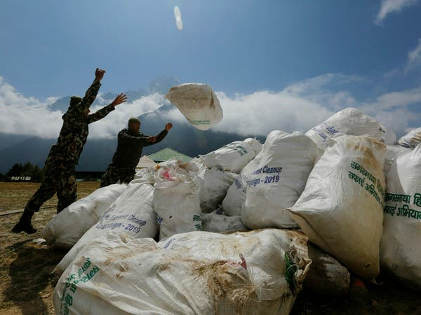 عالم أميركي: قمة إيفرست أصبحت أكثر تلوثاً ودفئاً