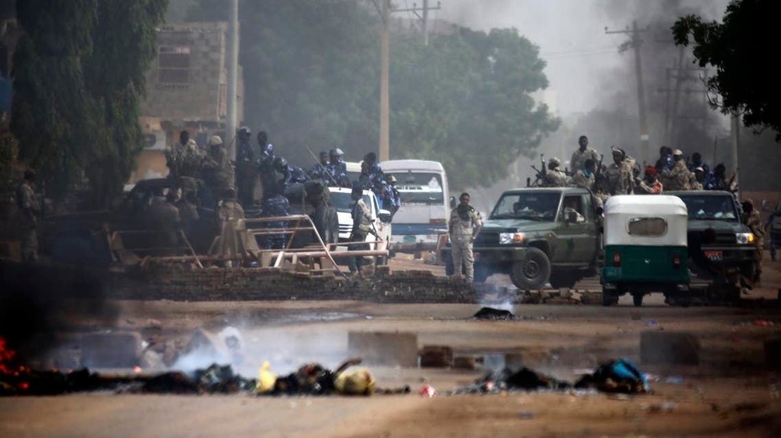 Sudanese forces are deployed around Khartoum's army headquarters on June 3, 2019. (AFP)
