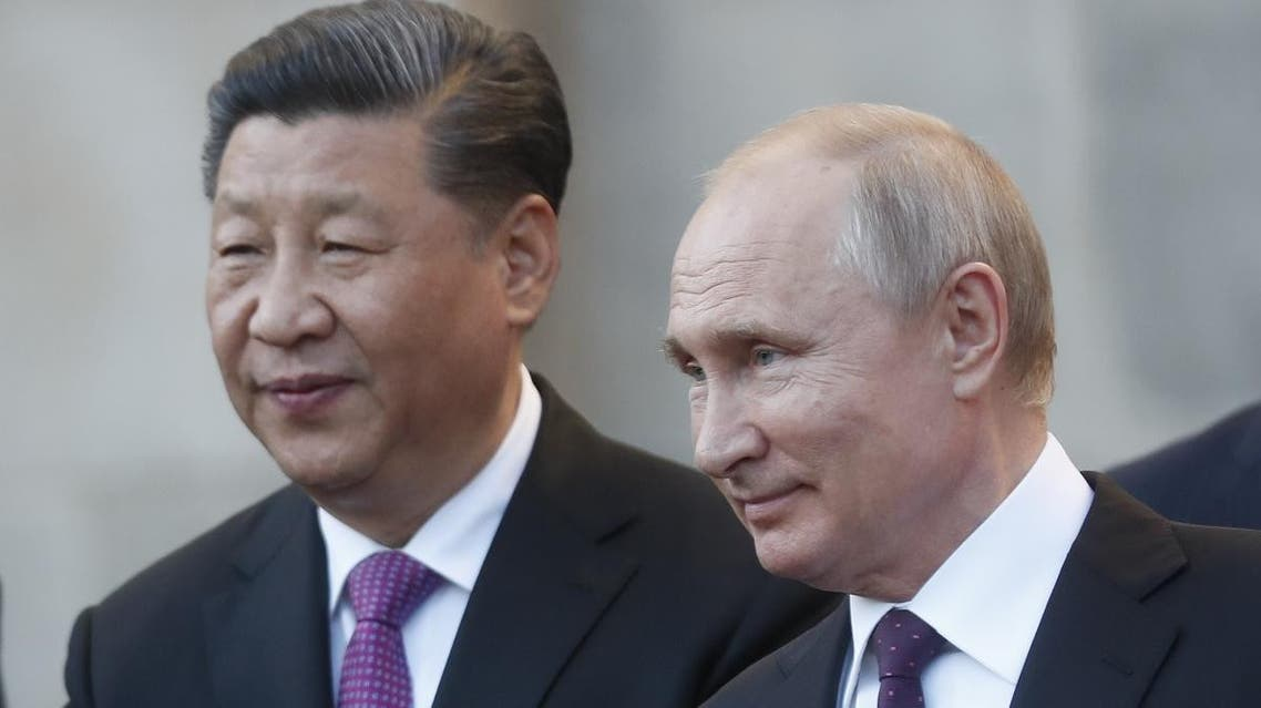 Chinese President Xi Jinping and Russian President Vladimir Putin attend a presentation of a Haval F7 SUV produced at the Haval car plant located in Russia's Tula region, at the Kremlin in Moscow on June 5, 2019. (AFP)