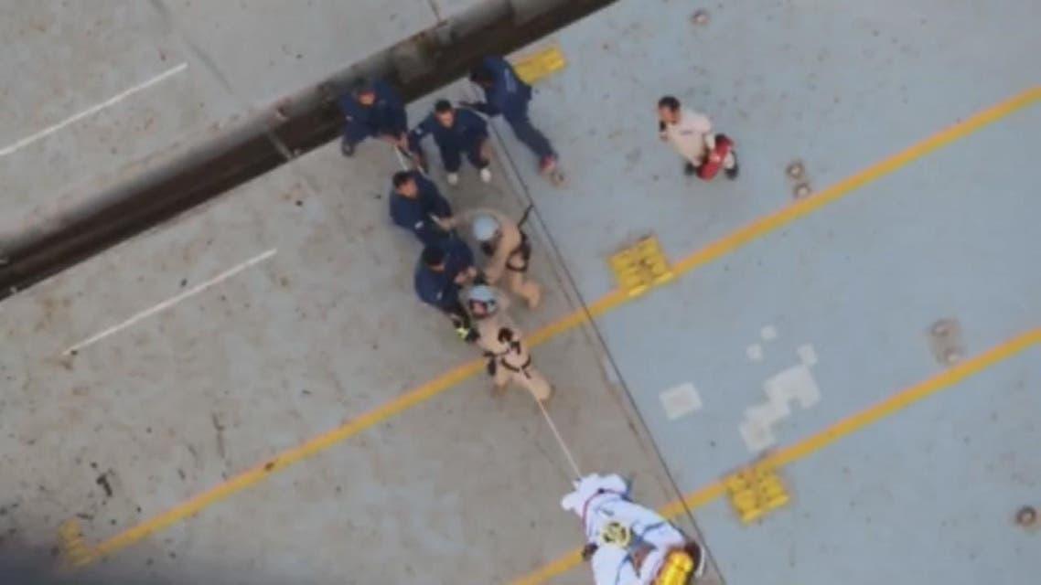 "THUMBNAIL_ صور لعملية إنقاذ أحد أفراد طاقم السفينة الإيرانية ""سافيز"""