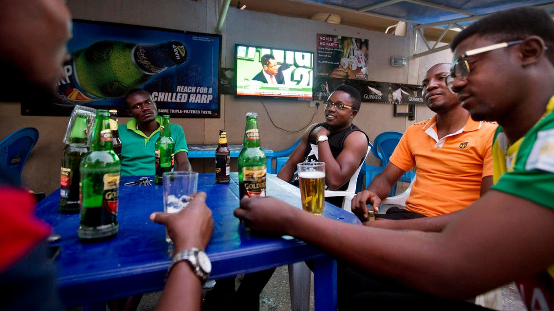 Nigerian men listen to television updates on the election results in the Sabon Gari neighborhood of Kano in Nigeria on March 30, 2015. (File photo: AP)