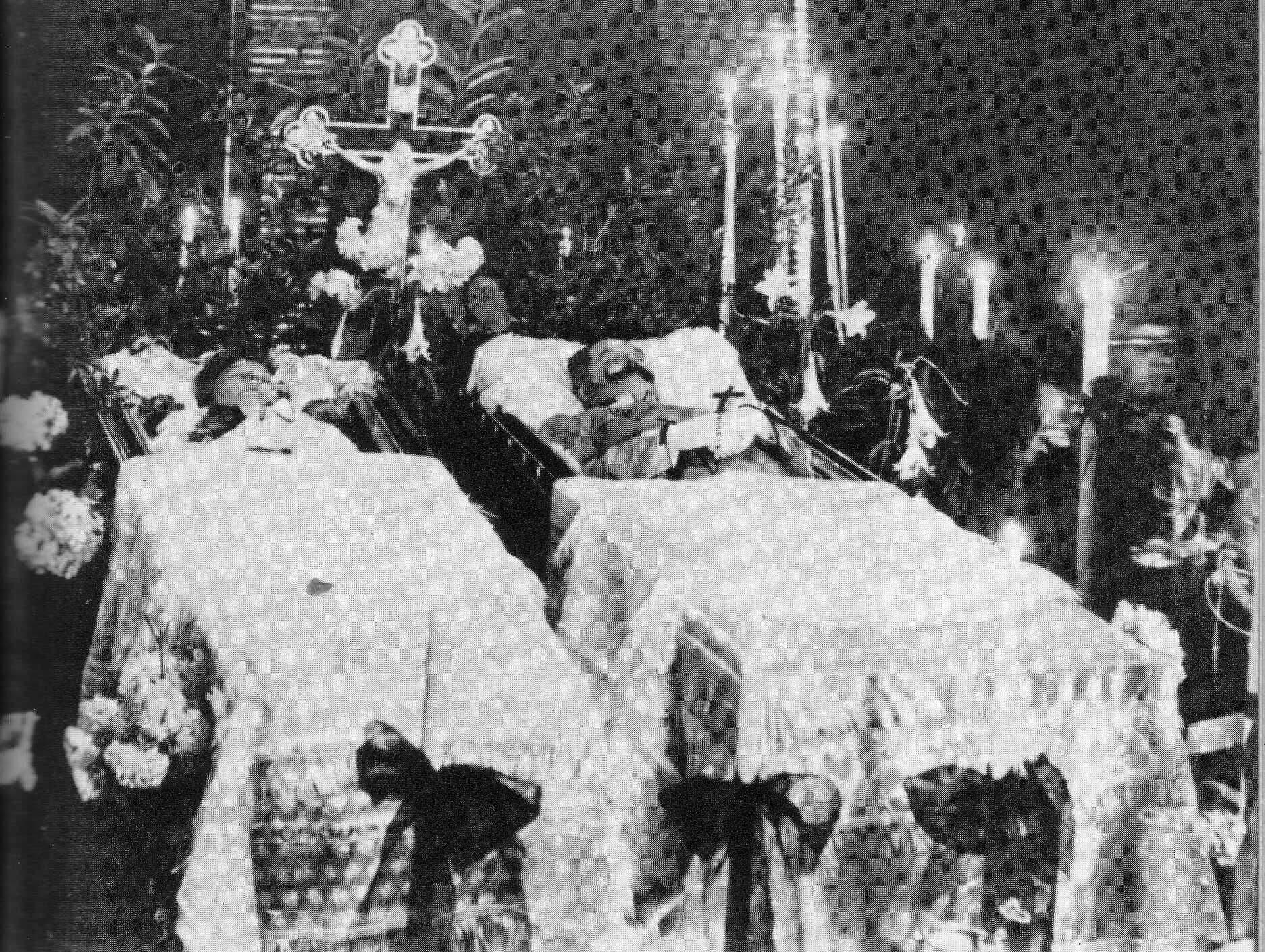 صورة لجثتي ولي عهد النمسا فرانز فرديناند وزوجته صوفي عقب نجاح عملية سراييفو