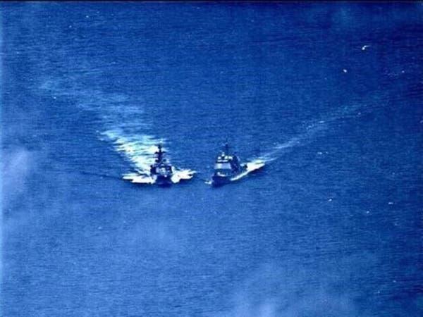 شاهد كيف تفادت سفينة حربية أميركية الاصطدام بمدمرة روسية