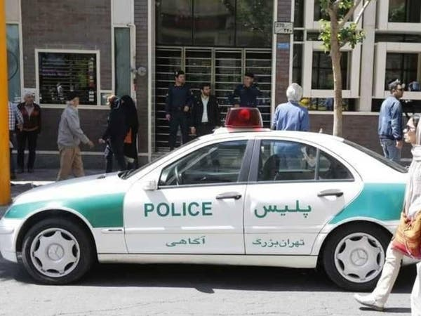 """الشرطة الإيرانية تغلق مئات المقاهي.. """"موسيقى محظورة"""""""