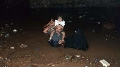 صور.. منخفض جوي يتسبب بوفيات وغرق للشوارع في عدن