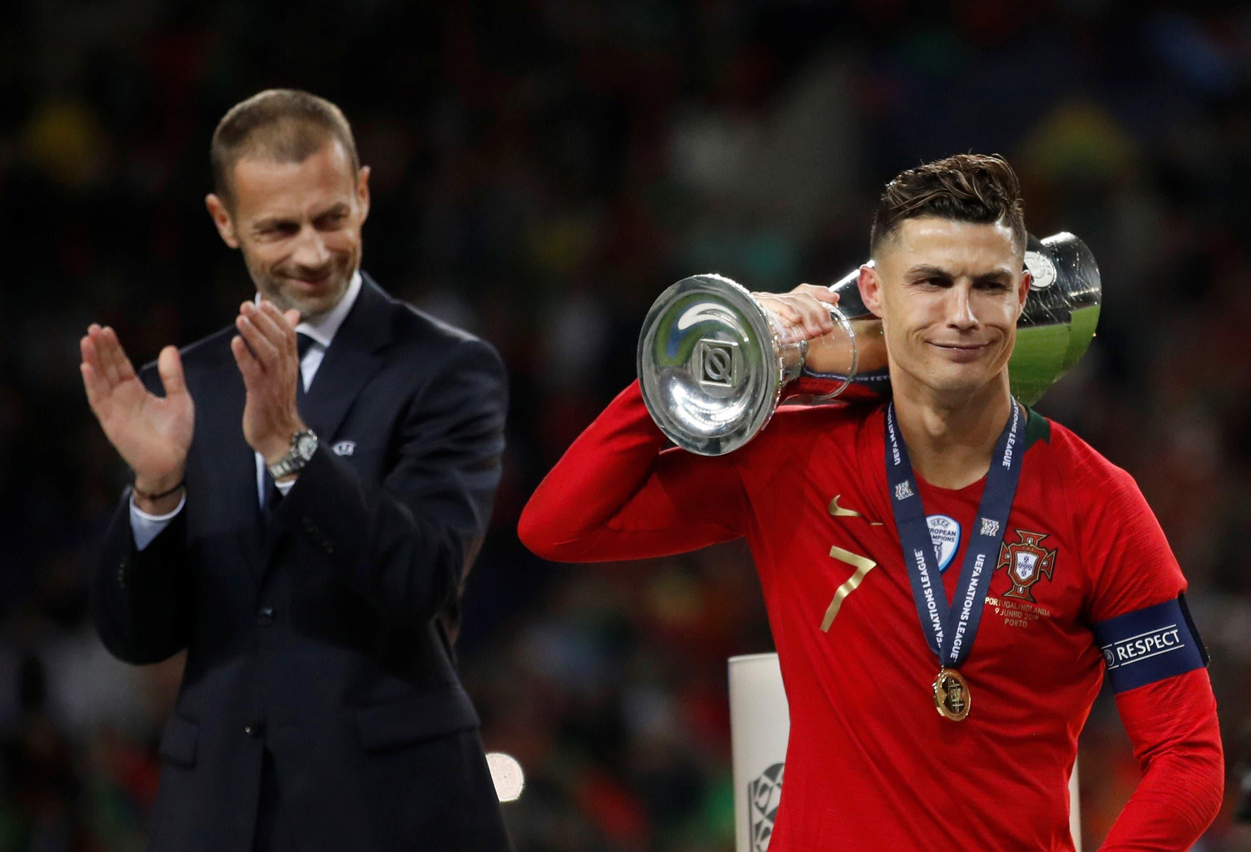 رونالدو مع لقب دوري أمم اوروبا
