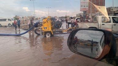 المياه تغمر عدن.. وتحالف دعم الشرعية يطلق إغاثة عاجلة