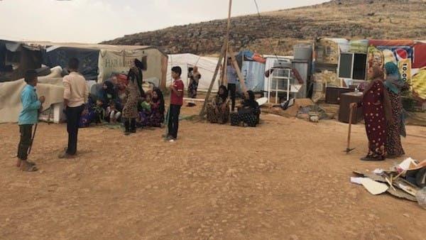"""نازحون سوريون في العراء.. بلدة لبنانية تؤكد """"لا عودة"""""""