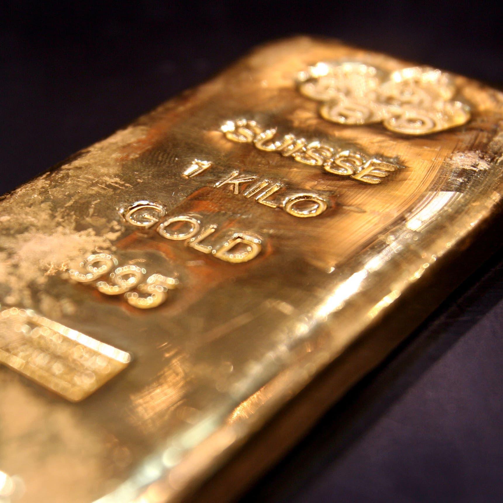 الذهب يواصل صعوده قرب أعلى مستوى في 4 سنوات