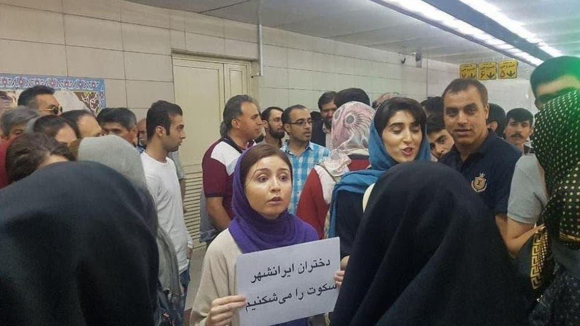 Iran: Female protesters