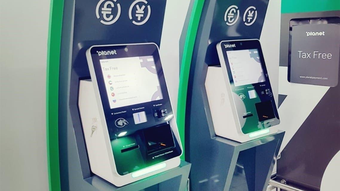 أجهزة الخدمة الذاتية لرد ضريبة القيمة المضافة للسياح في الإمارات