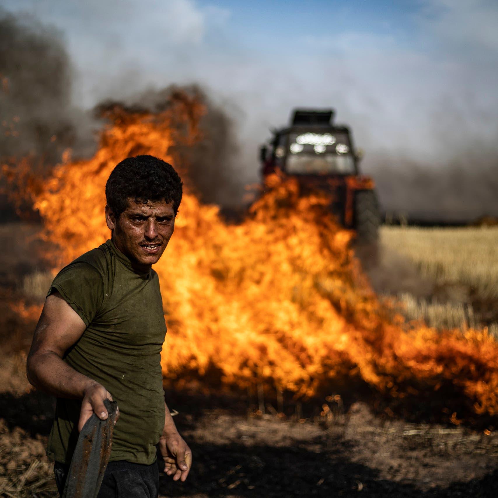 النار تلتهم قمح الشمال السوري.. طار الحصاد