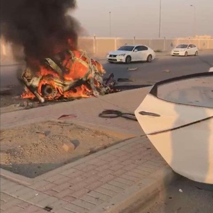 فيديو مروع.. انشطار سيارة إلى نصفين واحتراقها بالسعودية