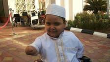 ہاتھوں اور پائوں سے پیدائشی معذور سعودی بچہ مرجع خلائق بن گیا