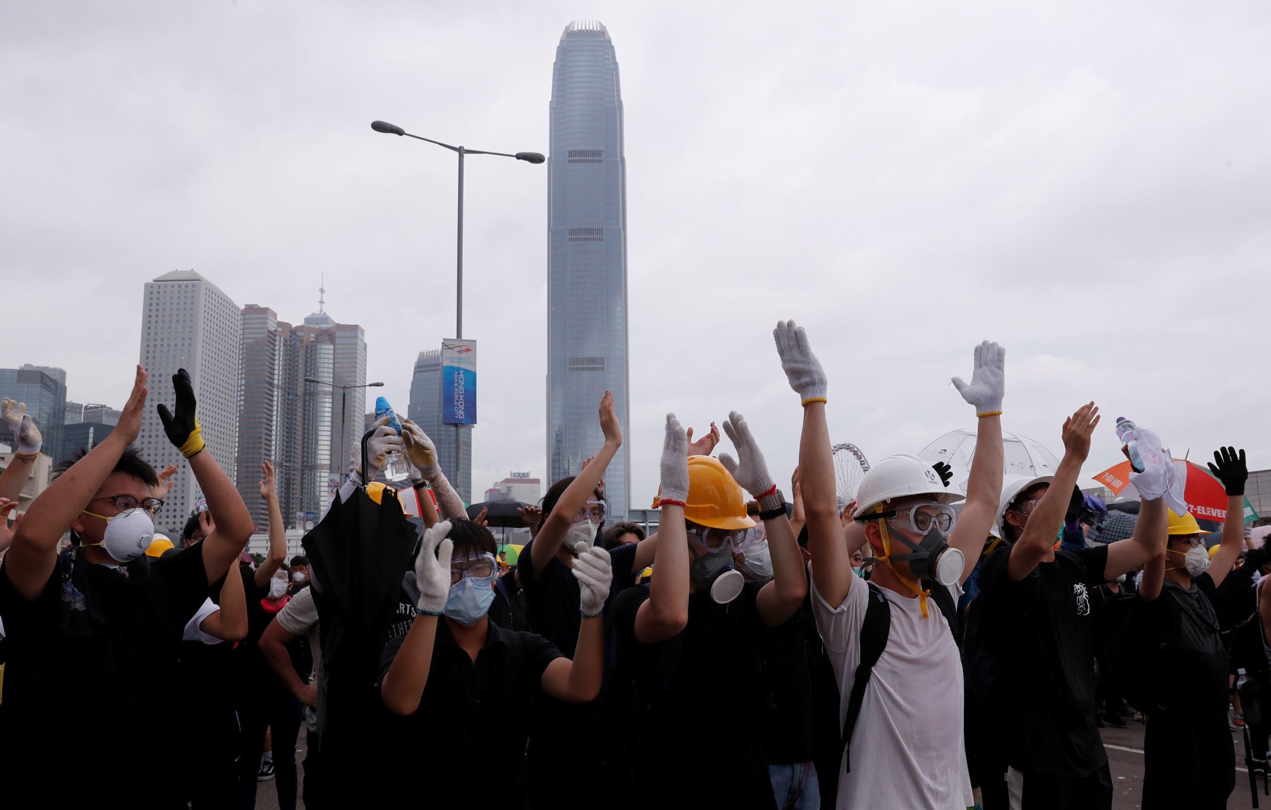 المتظاهرون عرقلوا جلسة مشروع قانون التسليم