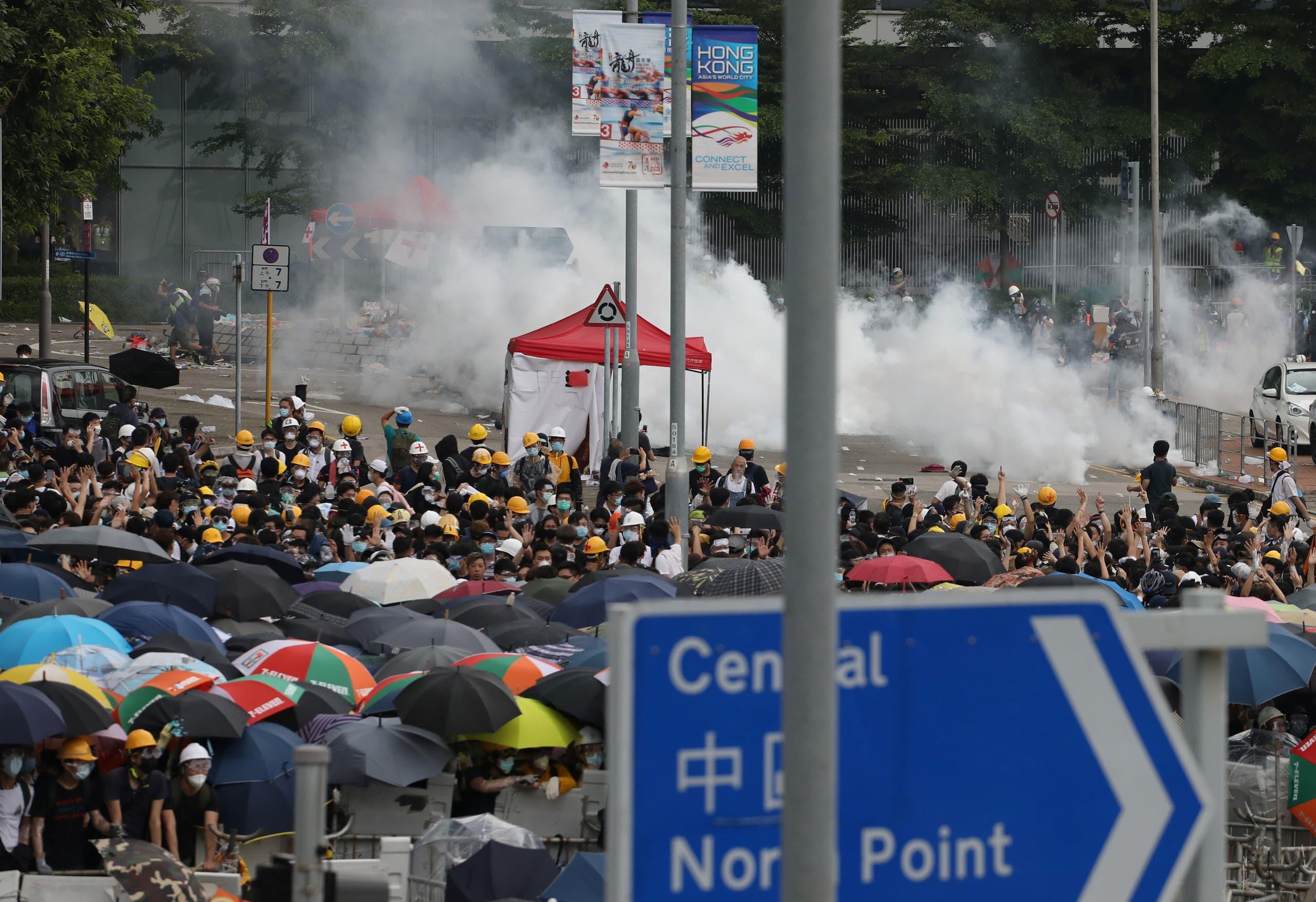 مواجهات عنيفة في شوارع هونغ كونغ