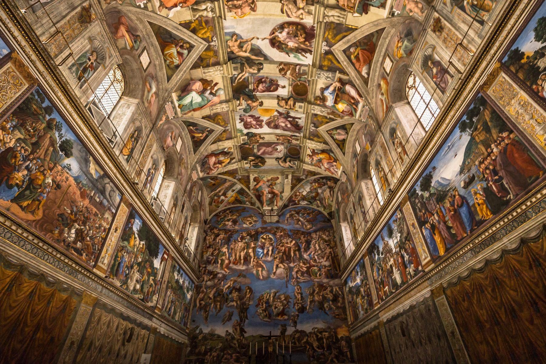 جانب من الرسومات الحائطية بكنيسة سيستينا
