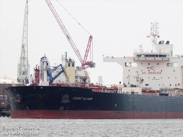 مسؤول أميركي: زوارق إيرانية تعيق سحب ناقلة ببحر عمان