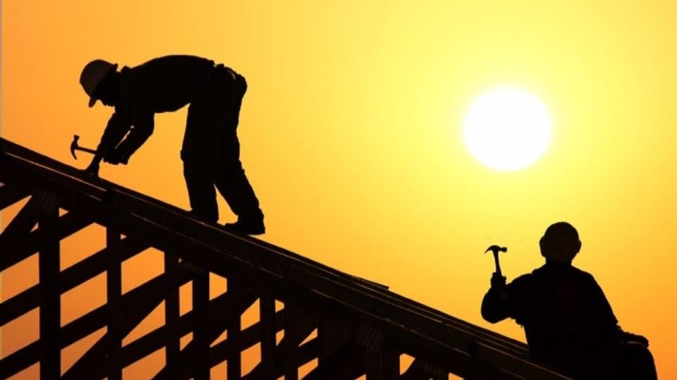 السعودية تمنع العمل تحت أشعة الشمس في هذه الساعات