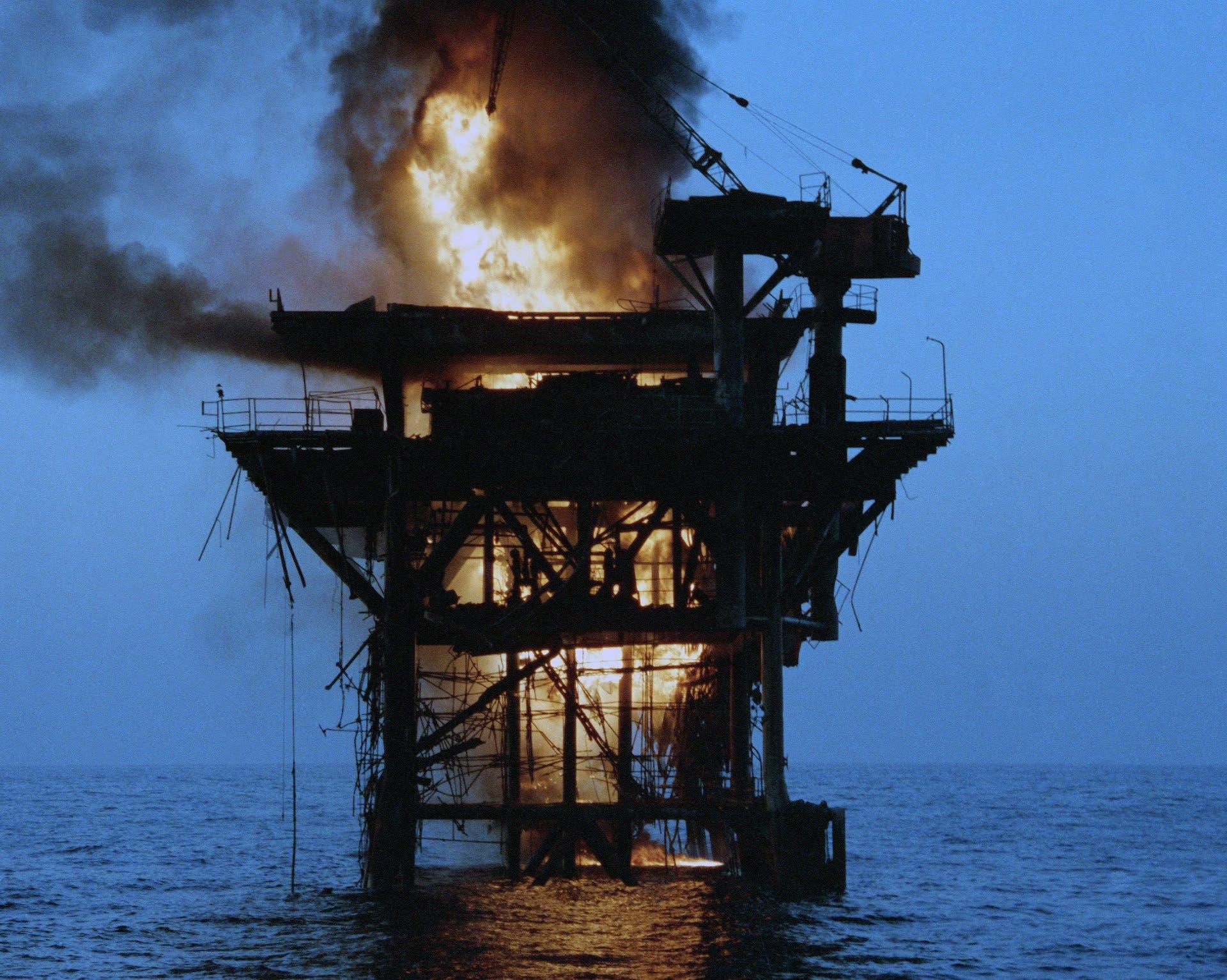تدمير حقل رستم النفطي من قبل القوات الأميركية ابان حرب الناقلات
