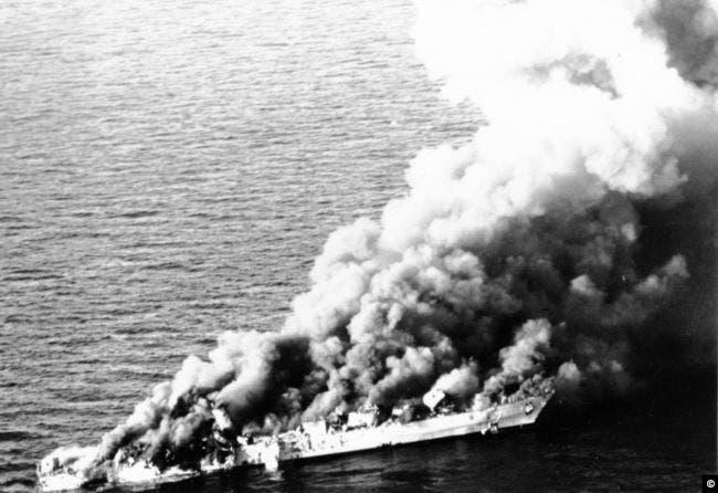 سفينة سهند الإيرانية بعد إغراقها من قبل القوات الأميركية