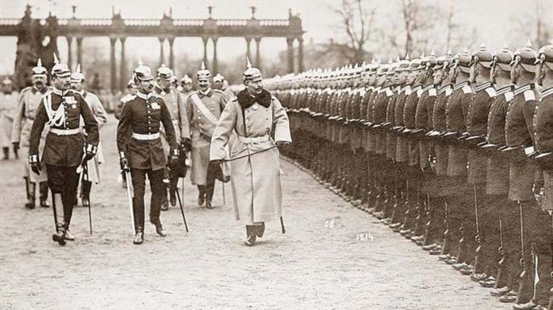 صورة للقيصر  فيلهلم الثاني أثناء تفقده للقوات الألمانية