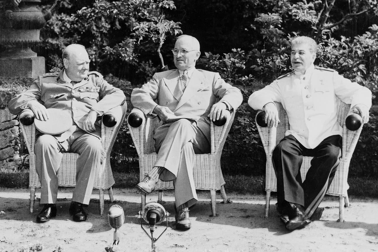 من اليمين لليسار جوزيف ستالين وهاري ترومان وونستون تشرشل خلال مؤتمر بوتسدام