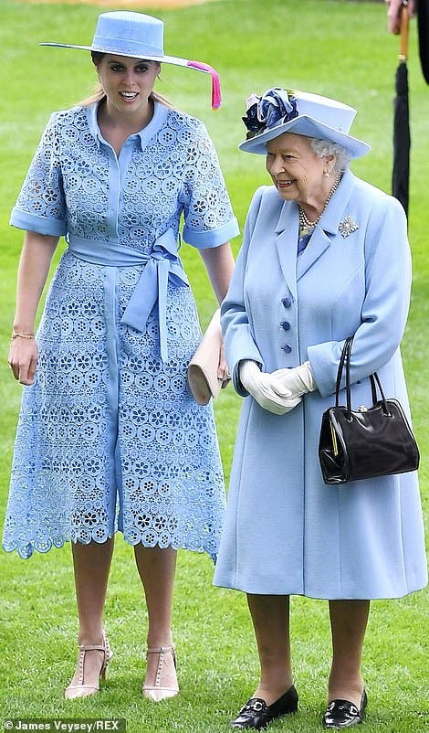 الملكة إليزابيت وحفيدتها أوجيني