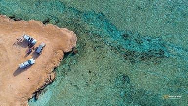 صور لشاطئ بالسعودية تظهر الشعب المرجانية من تحت الماء