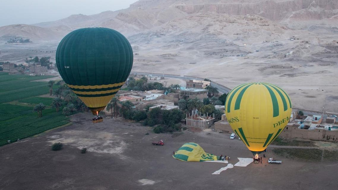 A general view shows the hot air balloon (L) that exploded and plunged to earth, amongst others balloons leaving a launch site near Egypt's ancient temple city of Luxor. (File photo: AFP)