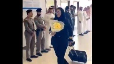 شاهد.. الاحتفال بوصول أول امرأة سعودية تقود طائرة لمطار حائل
